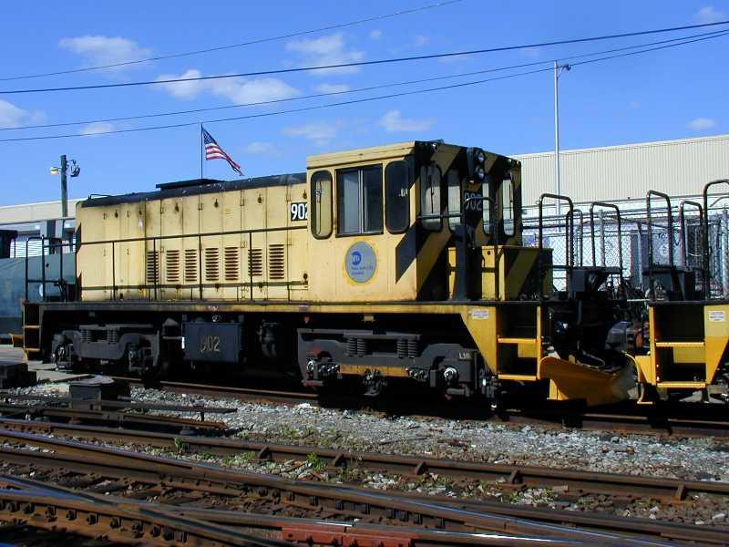 (63k, 800x600)<br><b>Country:</b> United States<br><b>City:</b> New York<br><b>System:</b> New York City Transit<br><b>Location:</b> Westchester Yard<br><b>Car:</b> R-77 Locomotive  902 <br><b>Photo by:</b> Jeff Erlitz<br><b>Date:</b> 5/19/2002<br><b>Viewed (this week/total):</b> 0 / 2605