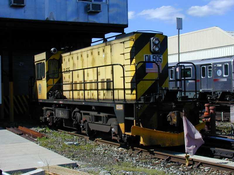 (61k, 800x600)<br><b>Country:</b> United States<br><b>City:</b> New York<br><b>System:</b> New York City Transit<br><b>Location:</b> Westchester Yard<br><b>Car:</b> R-120 Locomotive  905 <br><b>Photo by:</b> Jeff Erlitz<br><b>Date:</b> 5/19/2002<br><b>Viewed (this week/total):</b> 3 / 3805