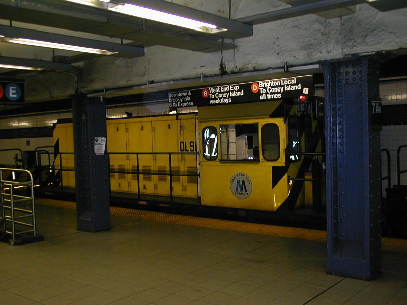 (72k, 800x600)<br><b>Country:</b> United States<br><b>City:</b> New York<br><b>System:</b> New York City Transit<br><b>Line:</b> IND Queens Boulevard Line<br><b>Location:</b> 7th Avenue/53rd Street <br><b>Car:</b> R-120 Locomotive  907 <br><b>Photo by:</b> Todd Glickman<br><b>Date:</b> 7/22/2000<br><b>Viewed (this week/total):</b> 3 / 7175