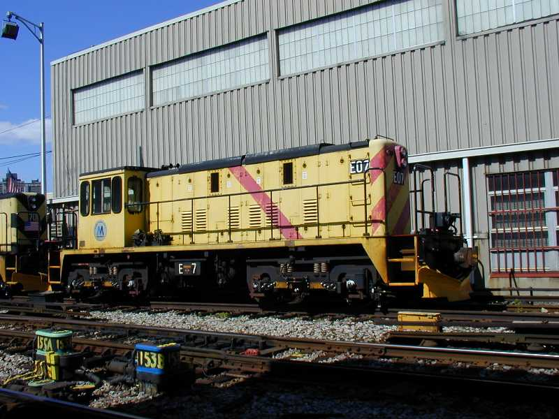 (71k, 800x600)<br><b>Country:</b> United States<br><b>City:</b> New York<br><b>System:</b> New York City Transit<br><b>Location:</b> Westchester Yard<br><b>Car:</b> R-77E Locomotive  E07 <br><b>Photo by:</b> Jeff Erlitz<br><b>Date:</b> 5/19/2002<br><b>Viewed (this week/total):</b> 5 / 3154