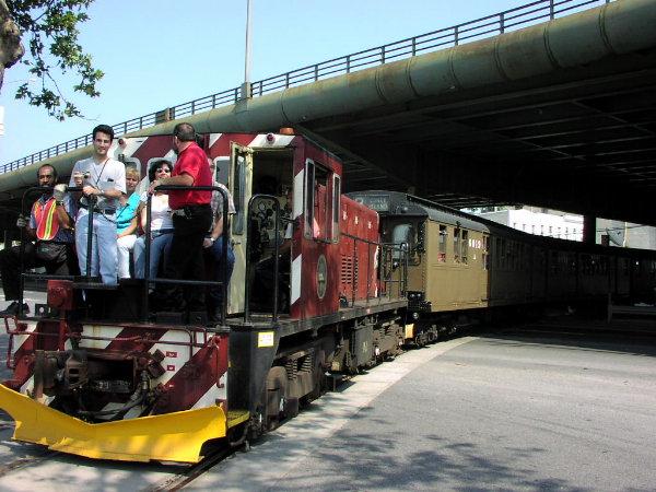 (82k, 600x450)<br><b>Country:</b> United States<br><b>City:</b> New York<br><b>System:</b> New York City Transit<br><b>Line:</b> South Brooklyn Railway<br><b>Location:</b> 3rd Avenue/38th St Crossing (Gowanus) (SBK)<br><b>Route:</b> Fan Trip<br><b>Car:</b> R-47 (SBK) Locomotive  N1 <br><b>Photo by:</b> Trevor Logan<br><b>Date:</b> 8/26/2001<br><b>Viewed (this week/total):</b> 2 / 4115