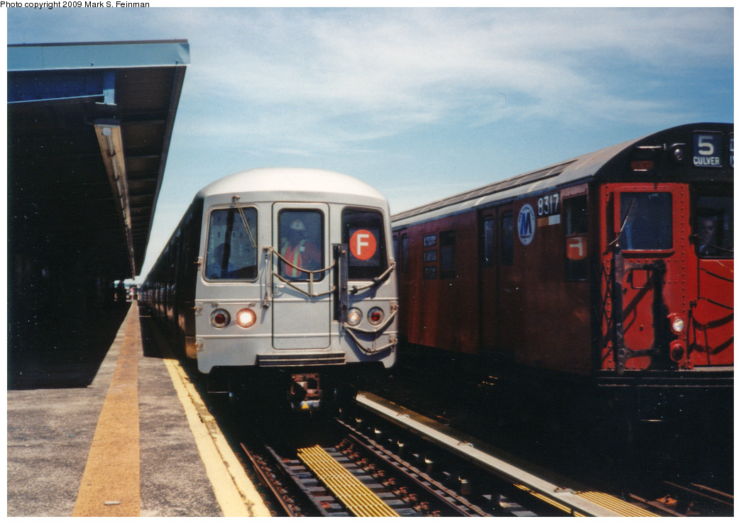 (216k, 1044x739)<br><b>Country:</b> United States<br><b>City:</b> New York<br><b>System:</b> New York City Transit<br><b>Line:</b> BMT Culver Line<br><b>Location:</b> Bay Parkway (22nd Avenue) <br><b>Photo by:</b> Mark S. Feinman<br><b>Date:</b> 5/30/1993<br><b>Notes:</b> Old meets new at 22nd Ave/Bay Parkway<br><b>Viewed (this week/total):</b> 3 / 3324