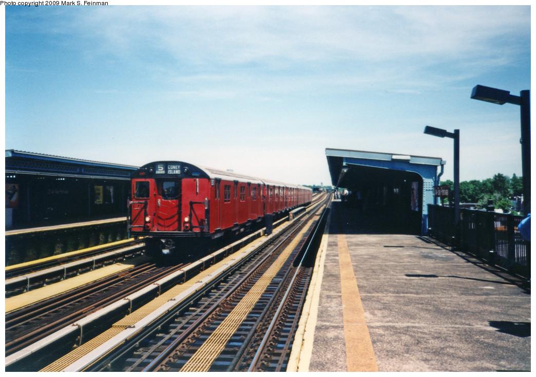 (243k, 1044x735)<br><b>Country:</b> United States<br><b>City:</b> New York<br><b>System:</b> New York City Transit<br><b>Line:</b> BMT Culver Line<br><b>Location:</b> Bay Parkway (22nd Avenue) <br><b>Route:</b> Fan Trip<br><b>Car:</b> R-30 (St. Louis, 1961)  <br><b>Photo by:</b> Mark S. Feinman<br><b>Date:</b> 5/30/1993<br><b>Viewed (this week/total):</b> 2 / 6451