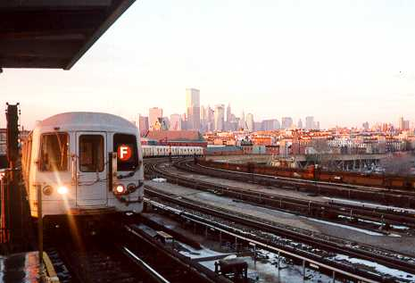 (19k, 465x317)<br><b>Country:</b> United States<br><b>City:</b> New York<br><b>System:</b> New York City Transit<br><b>Line:</b> IND Crosstown Line<br><b>Location:</b> Smith/9th Street <br><b>Route:</b> F<br><b>Car:</b> R-46 (Pullman-Standard, 1974-75)  <br><b>Photo by:</b> Trevor Logan<br><b>Date:</b> 2000<br><b>Viewed (this week/total):</b> 3 / 5478
