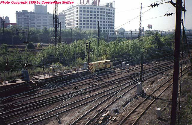 (83k, 640x418)<br><b>Country:</b> United States<br><b>City:</b> New York<br><b>System:</b> Long Island Rail Road<br><b>Location:</b> LIRR Sunnyside Yard<br><b>Car:</b> R-77E Locomotive  E06 <br><b>Photo by:</b> Constantine Steffan<br><b>Date:</b> 4/1999<br><b>Notes:</b> Amtrak Electric #400 (NYCT E06)<br><b>Viewed (this week/total):</b> 6 / 5775