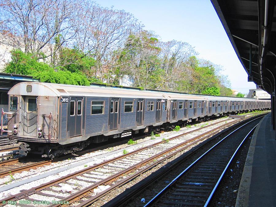 (237k, 900x675)<br><b>Country:</b> United States<br><b>City:</b> New York<br><b>System:</b> New York City Transit<br><b>Line:</b> BMT Sea Beach Line<br><b>Location:</b> 8th Avenue <br><b>Car:</b> R-32 (Budd, 1964)  3612 <br><b>Photo by:</b> Justin Davila<br><b>Date:</b> 5/10/2005<br><b>Viewed (this week/total):</b> 0 / 4913