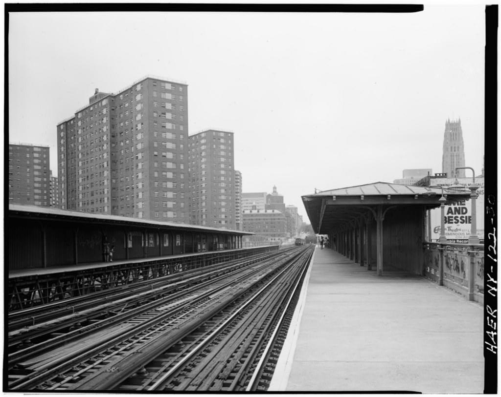 (86k, 1024x813)<br><b>Country:</b> United States<br><b>City:</b> New York<br><b>System:</b> New York City Transit<br><b>Line:</b> IRT West Side Line<br><b>Location:</b> 125th Street <br><b>Photo by:</b> David Sagarin/Historic American Engineering Record<br><b>Collection of:</b> Library of Congress, Prints and Photographs Division<br><b>Date:</b> 8/1978<br><b>Notes:</b> Platforms and tracks on Manhattan Valley Viaduct.<br><b>Viewed (this week/total):</b> 3 / 4599