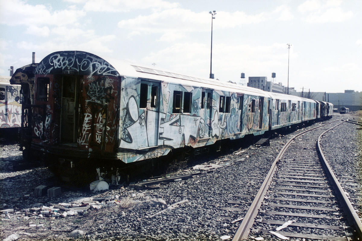 (461k, 1024x683)<br><b>Country:</b> United States<br><b>City:</b> New York<br><b>System:</b> New York City Transit<br><b>Line:</b> South Brooklyn Railway<br><b>Location:</b> SBK Yard (2nd Ave at 38th St.) (SBK)<br><b>Car:</b> R-30 (St. Louis, 1961)  <br><b>Photo by:</b> Peter Dougherty<br><b>Date:</b> 12/1997<br><b>Notes:</b> Bush Terminal scrap yard, Winter 1997<br><b>Viewed (this week/total):</b> 4 / 11656