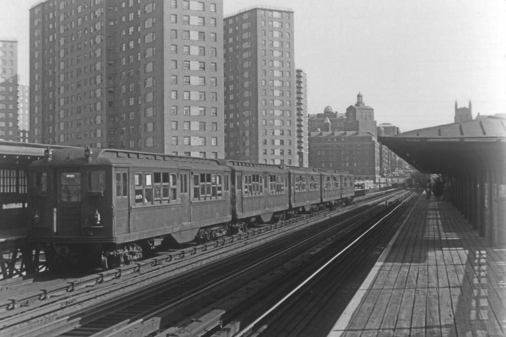 (188k, 1024x679)<br><b>Country:</b> United States<br><b>City:</b> New York<br><b>System:</b> New York City Transit<br><b>Line:</b> IRT West Side Line<br><b>Location:</b> 125th Street <br><b>Car:</b> Hi-V 3878 <br><b>Collection of:</b> David Pirmann<br><b>Viewed (this week/total):</b> 0 / 3735