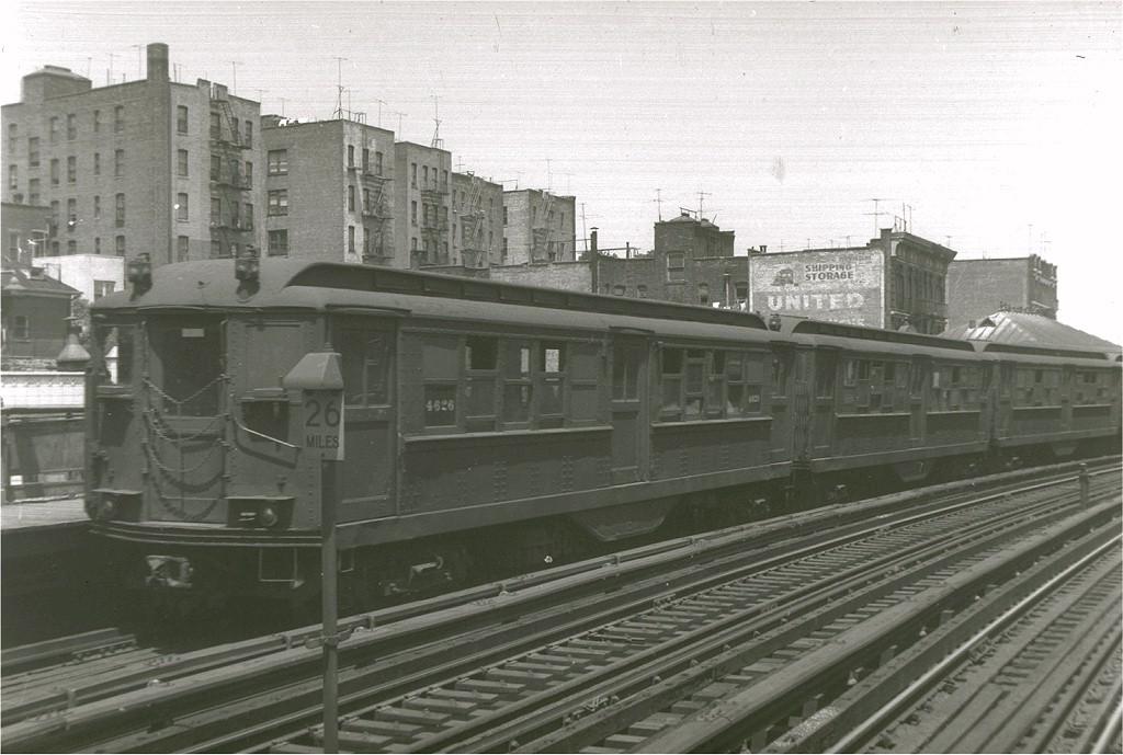 (178k, 1024x689)<br><b>Country:</b> United States<br><b>City:</b> New York<br><b>System:</b> New York City Transit<br><b>Line:</b> IRT White Plains Road Line<br><b>Location:</b> 174th Street <br><b>Car:</b> Low-V 4626 <br><b>Photo by:</b> Harry Pinsker<br><b>Date:</b> 6/11/1960<br><b>Viewed (this week/total):</b> 0 / 3368