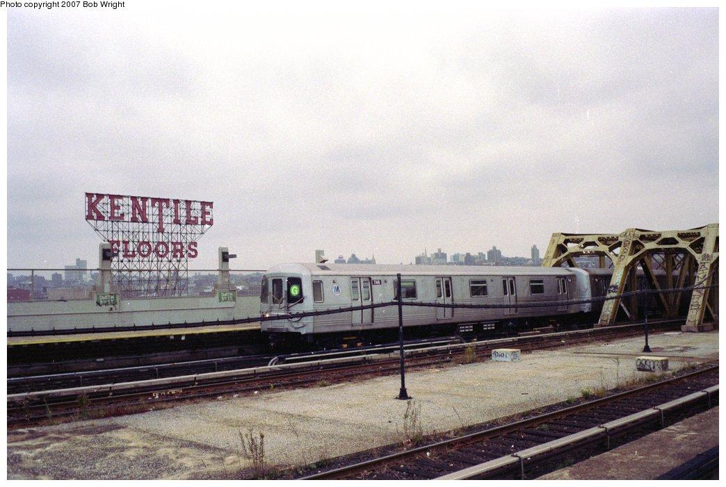 (143k, 1044x701)<br><b>Country:</b> United States<br><b>City:</b> New York<br><b>System:</b> New York City Transit<br><b>Line:</b> IND Crosstown Line<br><b>Location:</b> Smith/9th Street <br><b>Route:</b> G<br><b>Car:</b> R-46 (Pullman-Standard, 1974-75) 746 <br><b>Photo by:</b> Bob Wright<br><b>Date:</b> 11/10/1991<br><b>Viewed (this week/total):</b> 0 / 3115