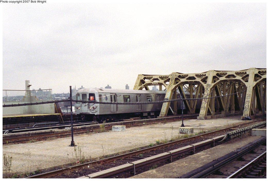 (158k, 1044x704)<br><b>Country:</b> United States<br><b>City:</b> New York<br><b>System:</b> New York City Transit<br><b>Line:</b> IND Crosstown Line<br><b>Location:</b> Smith/9th Street <br><b>Route:</b> F<br><b>Car:</b> R-46 (Pullman-Standard, 1974-75) 1142 <br><b>Photo by:</b> Bob Wright<br><b>Date:</b> 11/10/1991<br><b>Viewed (this week/total):</b> 1 / 2756