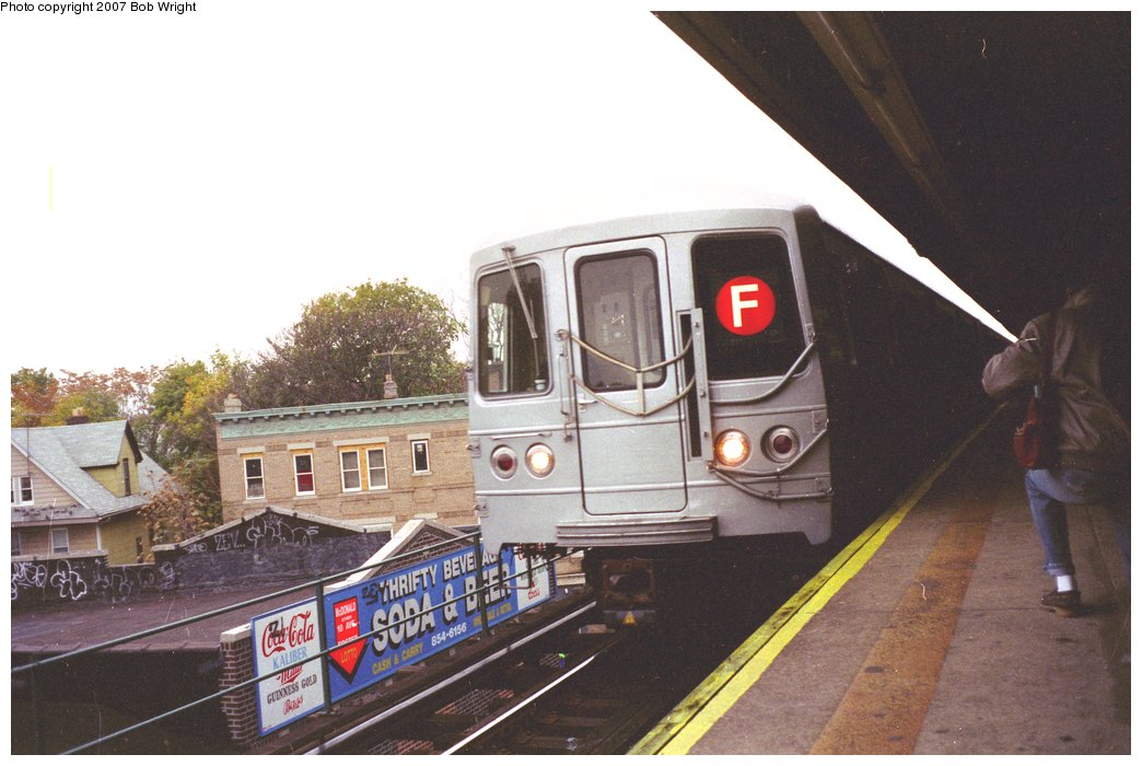 (130k, 1044x700)<br><b>Country:</b> United States<br><b>City:</b> New York<br><b>System:</b> New York City Transit<br><b>Line:</b> BMT Culver Line<br><b>Location:</b> Kings Highway <br><b>Route:</b> F<br><b>Car:</b> R-46 (Pullman-Standard, 1974-75)  <br><b>Photo by:</b> Bob Wright<br><b>Date:</b> 11/10/1991<br><b>Viewed (this week/total):</b> 6 / 2904