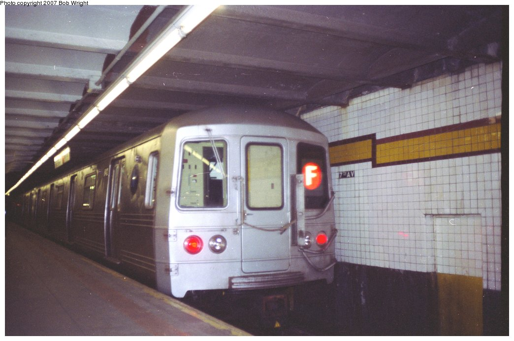 (120k, 1044x693)<br><b>Country:</b> United States<br><b>City:</b> New York<br><b>System:</b> New York City Transit<br><b>Line:</b> IND Crosstown Line<br><b>Location:</b> 7th Avenue/Park Slope <br><b>Route:</b> F<br><b>Car:</b> R-46 (Pullman-Standard, 1974-75) 842 <br><b>Photo by:</b> Bob Wright<br><b>Date:</b> 11/10/1991<br><b>Viewed (this week/total):</b> 4 / 4250