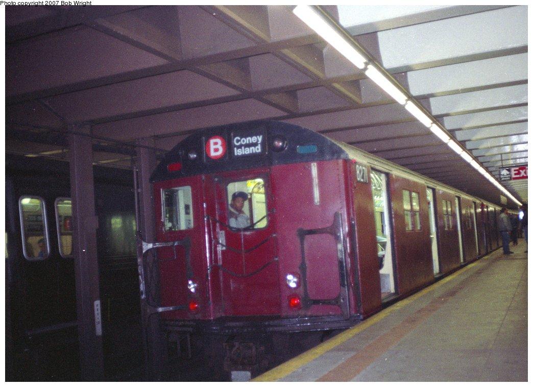 (142k, 1044x757)<br><b>Country:</b> United States<br><b>City:</b> New York<br><b>System:</b> New York City Transit<br><b>Line:</b> IND 63rd Street<br><b>Location:</b> 21st Street/Queensbridge <br><b>Route:</b> Fan Trip<br><b>Car:</b> R-30 (St. Louis, 1961) 8271 <br><b>Photo by:</b> Bob Wright<br><b>Date:</b> 11/10/1991<br><b>Viewed (this week/total):</b> 2 / 5682