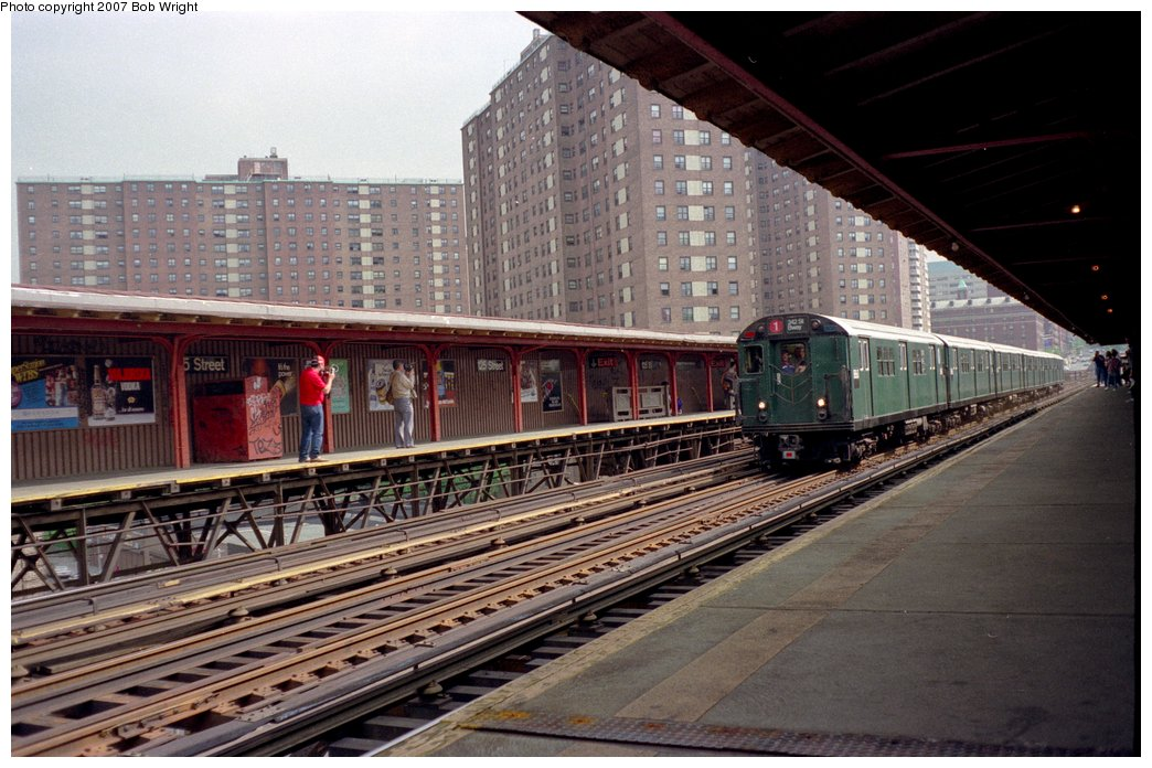 (168k, 1044x696)<br><b>Country:</b> United States<br><b>City:</b> New York<br><b>System:</b> New York City Transit<br><b>Line:</b> IRT West Side Line<br><b>Location:</b> 125th Street <br><b>Route:</b> Fan Trip<br><b>Car:</b> R-33 Main Line (St. Louis, 1962-63) 8860 <br><b>Photo by:</b> Bob Wright<br><b>Date:</b> 5/24/1987<br><b>Viewed (this week/total):</b> 2 / 2607