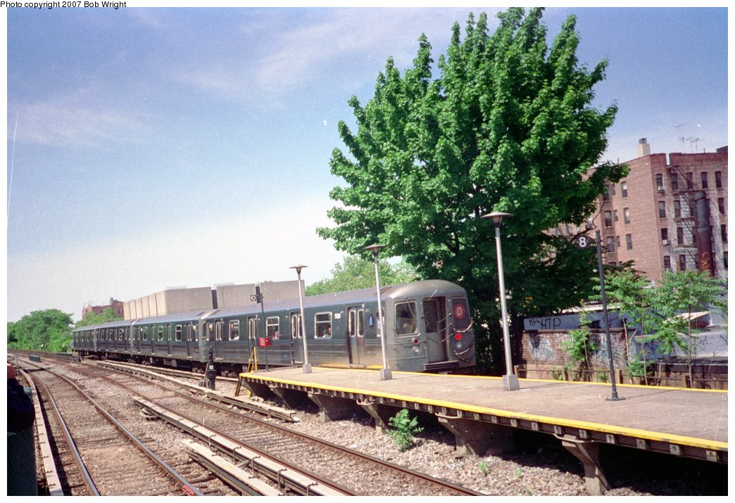 (194k, 1044x715)<br><b>Country:</b> United States<br><b>City:</b> New York<br><b>System:</b> New York City Transit<br><b>Line:</b> BMT Brighton Line<br><b>Location:</b> Kings Highway <br><b>Route:</b> D<br><b>Car:</b> R-68A (Kawasaki, 1988-1989)  5130 <br><b>Photo by:</b> Bob Wright<br><b>Date:</b> 5/30/1993<br><b>Viewed (this week/total):</b> 1 / 2876
