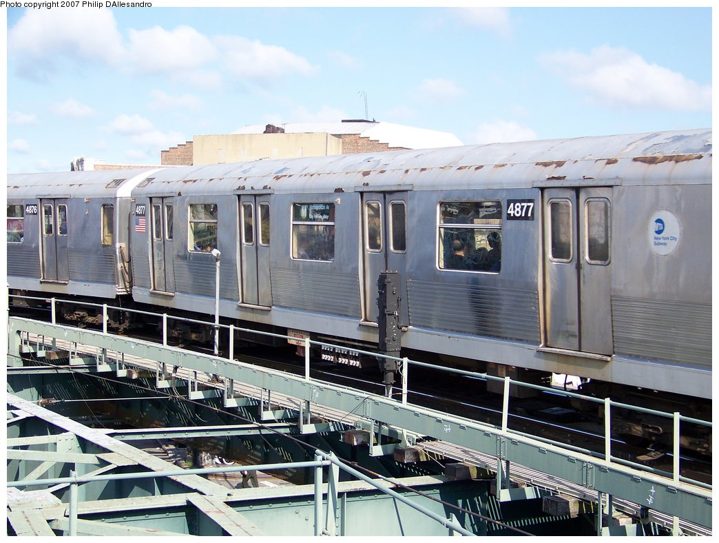 (198k, 1044x788)<br><b>Country:</b> United States<br><b>City:</b> New York<br><b>System:</b> New York City Transit<br><b>Line:</b> BMT Myrtle Avenue Line<br><b>Location:</b> Wyckoff Avenue <br><b>Route:</b> M<br><b>Car:</b> R-42 (St. Louis, 1969-1970)  4877 <br><b>Photo by:</b> Philip D'Allesandro<br><b>Date:</b> 7/27/2007<br><b>Viewed (this week/total):</b> 1 / 2158