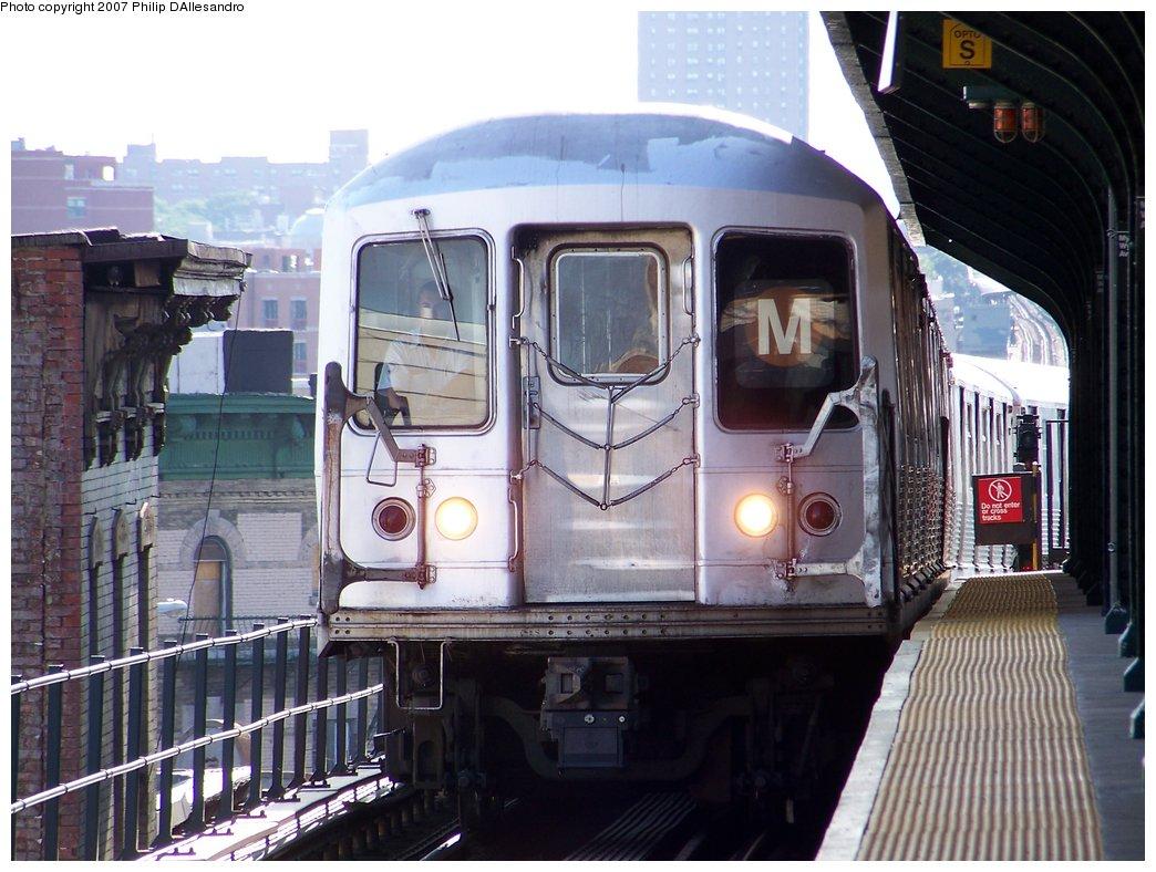 (187k, 1044x788)<br><b>Country:</b> United States<br><b>City:</b> New York<br><b>System:</b> New York City Transit<br><b>Line:</b> BMT Myrtle Avenue Line<br><b>Location:</b> Wyckoff Avenue <br><b>Route:</b> M<br><b>Car:</b> R-42 (St. Louis, 1969-1970)   <br><b>Photo by:</b> Philip D'Allesandro<br><b>Date:</b> 7/27/2007<br><b>Viewed (this week/total):</b> 0 / 1855