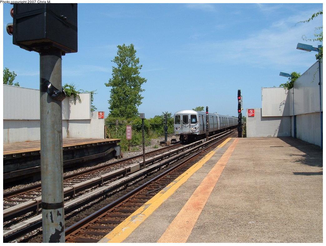 (210k, 1044x788)<br><b>Country:</b> United States<br><b>City:</b> New York<br><b>System:</b> New York City Transit<br><b>Line:</b> IND Rockaway<br><b>Location:</b> Broad Channel <br><b>Route:</b> A<br><b>Car:</b> R-44 (St. Louis, 1971-73)  <br><b>Photo by:</b> Chris M.<br><b>Date:</b> 7/27/2007<br><b>Viewed (this week/total):</b> 0 / 1619