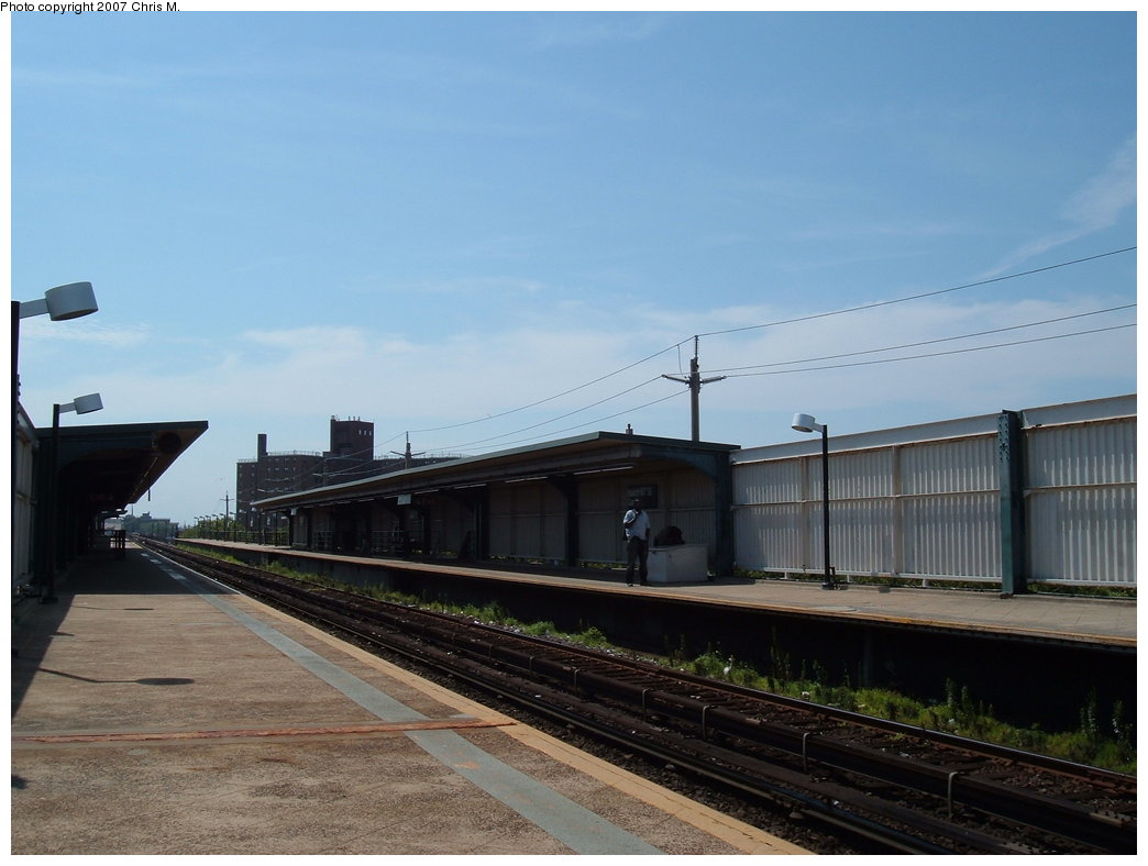 (137k, 1044x788)<br><b>Country:</b> United States<br><b>City:</b> New York<br><b>System:</b> New York City Transit<br><b>Line:</b> IND Rockaway<br><b>Location:</b> Beach 67th Street/Gaston Avenue <br><b>Photo by:</b> Chris M.<br><b>Date:</b> 7/27/2007<br><b>Viewed (this week/total):</b> 0 / 764
