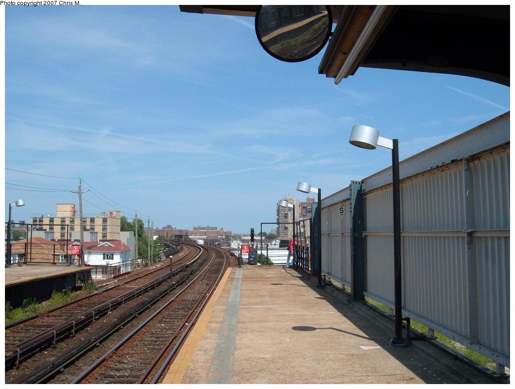 (157k, 1044x788)<br><b>Country:</b> United States<br><b>City:</b> New York<br><b>System:</b> New York City Transit<br><b>Line:</b> IND Rockaway<br><b>Location:</b> Beach 67th Street/Gaston Avenue <br><b>Photo by:</b> Chris M.<br><b>Date:</b> 7/27/2007<br><b>Viewed (this week/total):</b> 2 / 924
