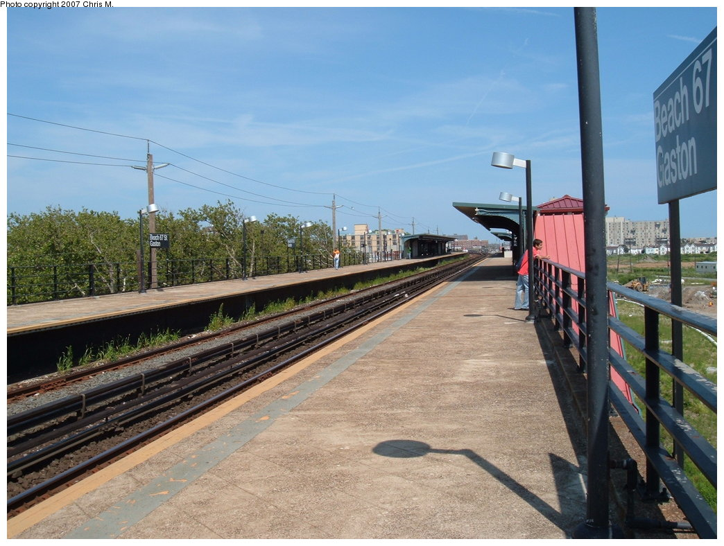 (198k, 1044x788)<br><b>Country:</b> United States<br><b>City:</b> New York<br><b>System:</b> New York City Transit<br><b>Line:</b> IND Rockaway<br><b>Location:</b> Beach 67th Street/Gaston Avenue <br><b>Photo by:</b> Chris M.<br><b>Date:</b> 7/27/2007<br><b>Viewed (this week/total):</b> 1 / 1050