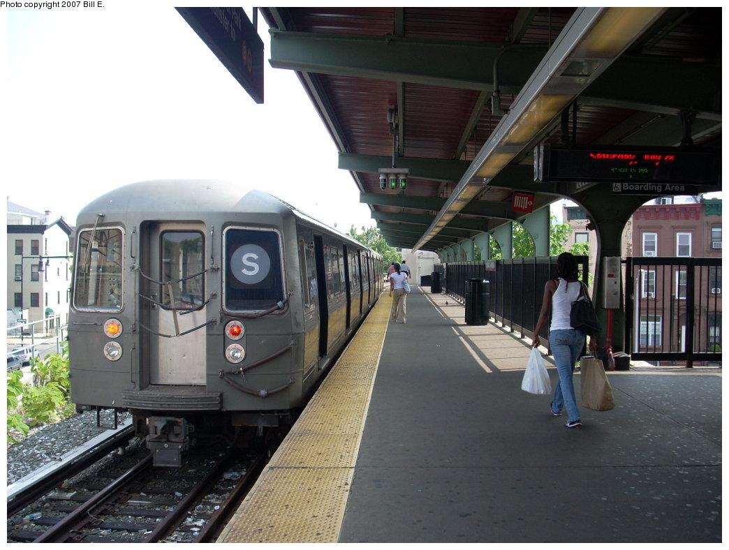 (191k, 1044x788)<br><b>Country:</b> United States<br><b>City:</b> New York<br><b>System:</b> New York City Transit<br><b>Line:</b> BMT Franklin<br><b>Location:</b> Franklin Avenue <br><b>Route:</b> Franklin Shuttle<br><b>Car:</b> R-68 (Westinghouse-Amrail, 1986-1988)   <br><b>Photo by:</b> Bill E.<br><b>Date:</b> 7/28/2007<br><b>Viewed (this week/total):</b> 1 / 3028