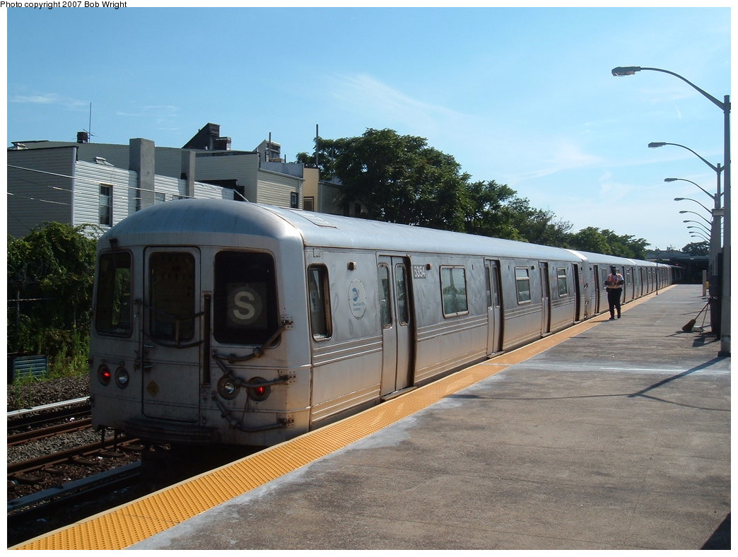 (180k, 1044x788)<br><b>Country:</b> United States<br><b>City:</b> New York<br><b>System:</b> New York City Transit<br><b>Line:</b> IND Rockaway<br><b>Location:</b> Rockaway Park/Beach 116th Street <br><b>Route:</b> S<br><b>Car:</b> R-44 (St. Louis, 1971-73) 5356 <br><b>Photo by:</b> Bob Wright<br><b>Date:</b> 7/22/2007<br><b>Viewed (this week/total):</b> 0 / 1443