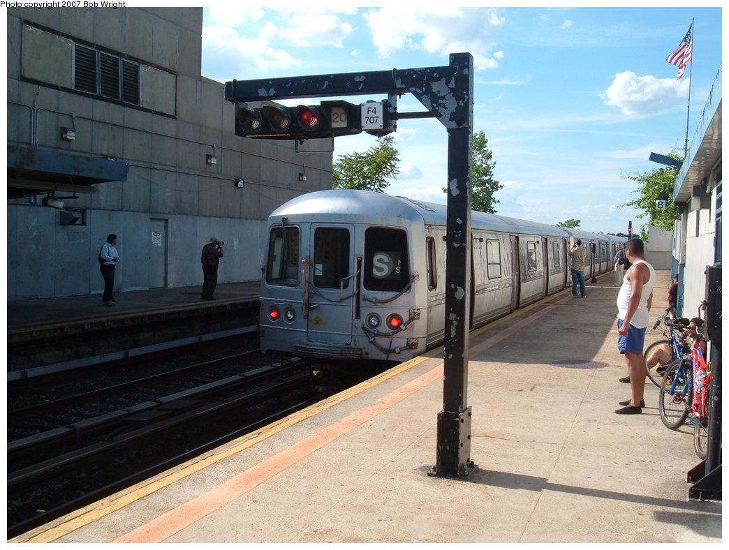 (185k, 1044x788)<br><b>Country:</b> United States<br><b>City:</b> New York<br><b>System:</b> New York City Transit<br><b>Line:</b> IND Rockaway<br><b>Location:</b> Broad Channel <br><b>Route:</b> S<br><b>Car:</b> R-44 (St. Louis, 1971-73)  <br><b>Photo by:</b> Bob Wright<br><b>Date:</b> 7/22/2007<br><b>Viewed (this week/total):</b> 0 / 1796