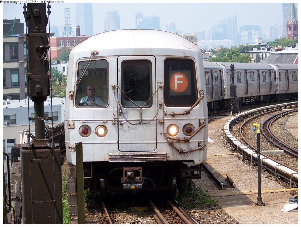 (226k, 1044x788)<br><b>Country:</b> United States<br><b>City:</b> New York<br><b>System:</b> New York City Transit<br><b>Line:</b> IND Crosstown Line<br><b>Location:</b> Smith/9th Street <br><b>Route:</b> F<br><b>Car:</b> R-46 (Pullman-Standard, 1974-75) 5794 <br><b>Photo by:</b> Philip D'Allesandro<br><b>Date:</b> 7/28/2007<br><b>Viewed (this week/total):</b> 1 / 2138