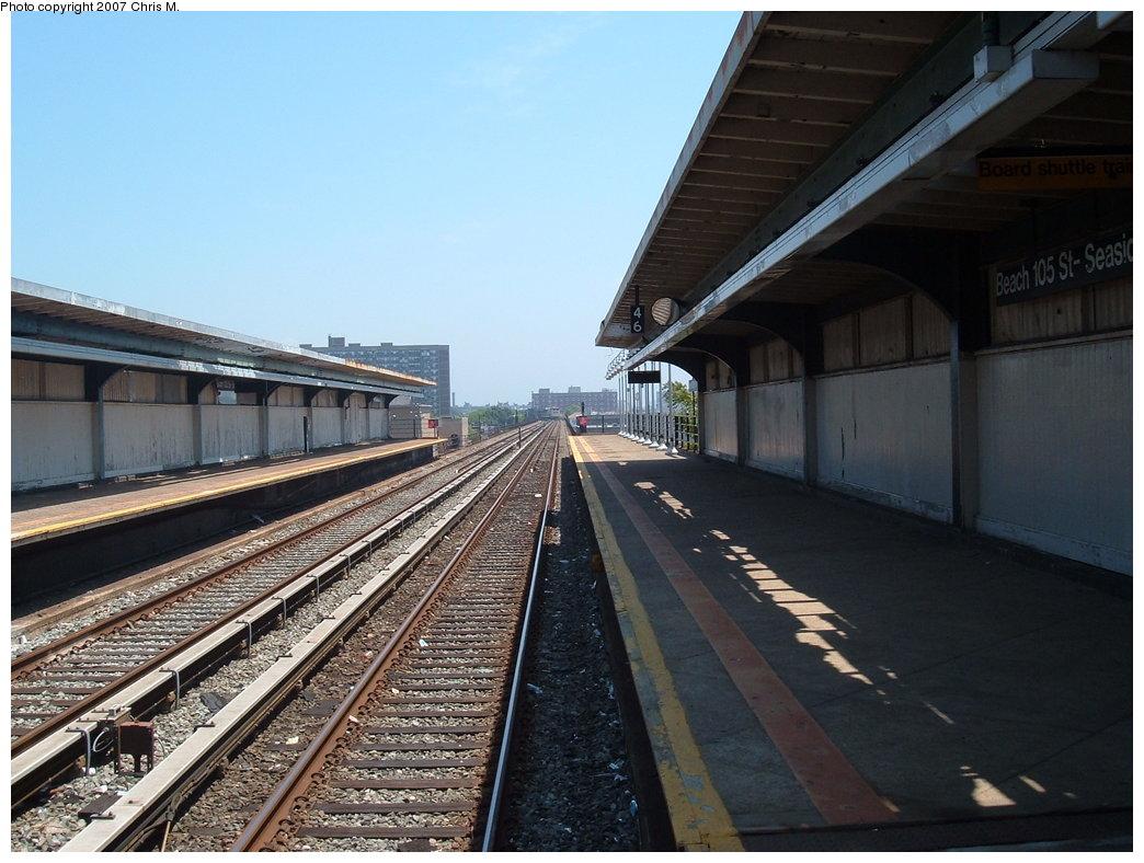 (182k, 1044x788)<br><b>Country:</b> United States<br><b>City:</b> New York<br><b>System:</b> New York City Transit<br><b>Line:</b> IND Rockaway<br><b>Location:</b> Beach 105th Street/Seaside <br><b>Photo by:</b> Chris M.<br><b>Date:</b> 6/16/2007<br><b>Notes:</b> Platform view.<br><b>Viewed (this week/total):</b> 0 / 1289