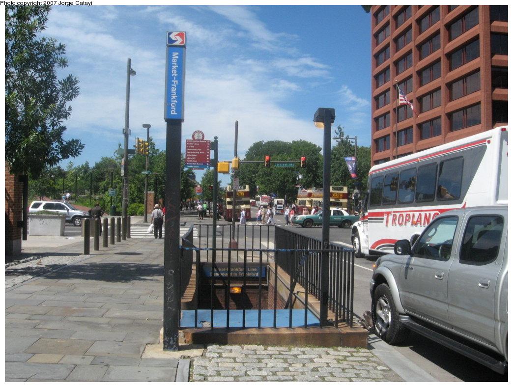 (199k, 1044x788)<br><b>Country:</b> United States<br><b>City:</b> Philadelphia, PA<br><b>System:</b> SEPTA (or Predecessor)<br><b>Line:</b> Market-Frankford El<br><b>Location:</b> 5th Street <br><b>Photo by:</b> Jorge Catayi<br><b>Date:</b> 7/12/2007<br><b>Notes:</b> Station entrance.<br><b>Viewed (this week/total):</b> 0 / 2420