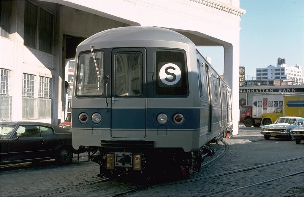 (176k, 1024x664)<br><b>Country:</b> United States<br><b>City:</b> New York<br><b>System:</b> New York City Transit<br><b>Line:</b> South Brooklyn Railway<br><b>Location:</b> Bush Terminal - 2nd Ave & 41st (BTRR)<br><b>Car:</b> R-46 (Pullman-Standard, 1974-75) 890 <br><b>Photo by:</b> Ed McKernan<br><b>Collection of:</b> Joe Testagrose<br><b>Date:</b> 12/30/1976<br><b>Viewed (this week/total):</b> 4 / 3078