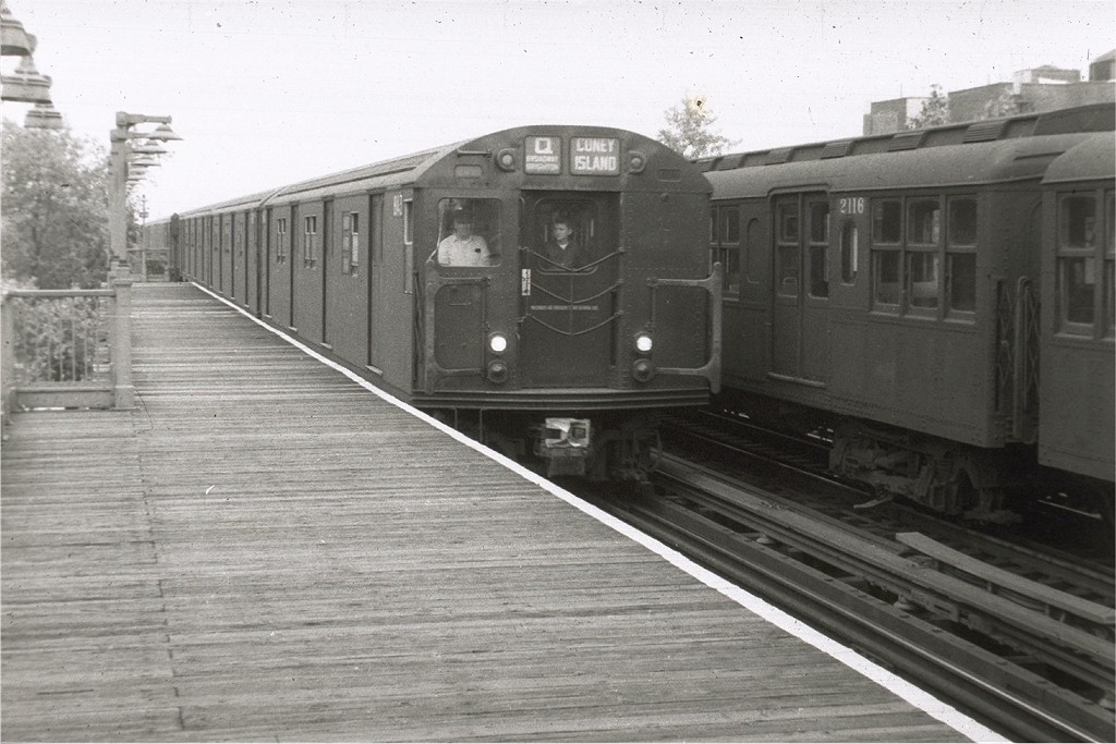 (180k, 1024x683)<br><b>Country:</b> United States<br><b>City:</b> New York<br><b>System:</b> New York City Transit<br><b>Line:</b> BMT Astoria Line<br><b>Location:</b> 36th/Washington Aves. <br><b>Route:</b> Q<br><b>Car:</b> R-27/R-30 Series (Number Unknown)  <br><b>Collection of:</b> Joe Testagrose<br><b>Viewed (this week/total):</b> 1 / 2580