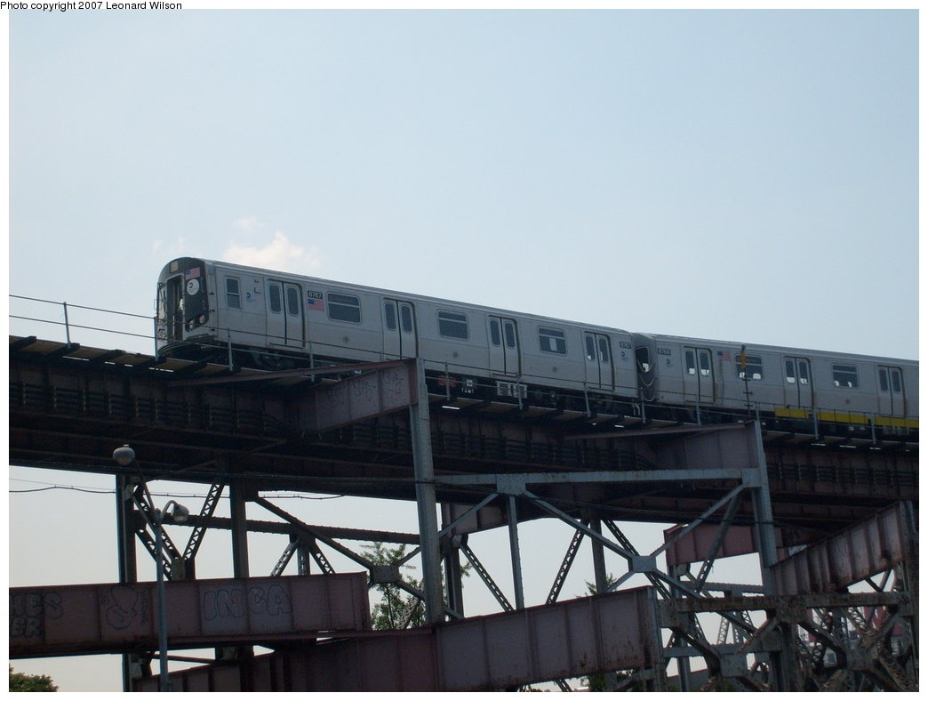 (148k, 1044x788)<br><b>Country:</b> United States<br><b>City:</b> New York<br><b>System:</b> New York City Transit<br><b>Line:</b> BMT Astoria Line<br><b>Location:</b> Queensborough Plaza <br><b>Route:</b> N<br><b>Car:</b> R-160B (Kawasaki, 2005-2008)  8767 <br><b>Photo by:</b> Leonard Wilson<br><b>Date:</b> 8/2/2007<br><b>Viewed (this week/total):</b> 0 / 2637