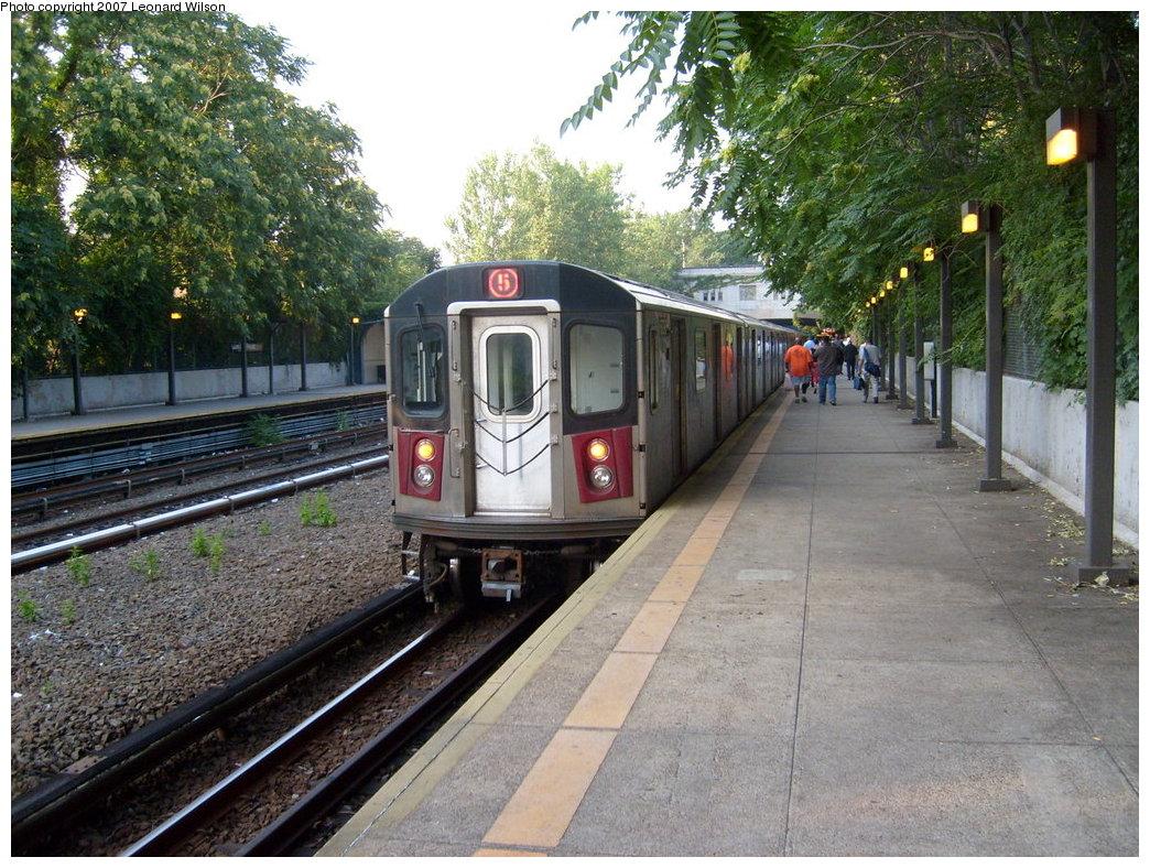 (273k, 1044x788)<br><b>Country:</b> United States<br><b>City:</b> New York<br><b>System:</b> New York City Transit<br><b>Line:</b> IRT Dyre Ave. Line<br><b>Location:</b> Gun Hill Road <br><b>Route:</b> 5<br><b>Car:</b> R-142 or R-142A (Number Unknown)  <br><b>Photo by:</b> Leonard Wilson<br><b>Date:</b> 8/2/2007<br><b>Viewed (this week/total):</b> 0 / 2895
