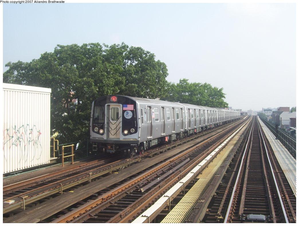 (212k, 1044x791)<br><b>Country:</b> United States<br><b>City:</b> New York<br><b>System:</b> New York City Transit<br><b>Line:</b> BMT Astoria Line<br><b>Location:</b> 36th/Washington Aves. <br><b>Route:</b> N<br><b>Car:</b> R-160B (Kawasaki, 2005-2008)  8782 <br><b>Photo by:</b> Aliandro Brathwaite<br><b>Date:</b> 7/30/2007<br><b>Viewed (this week/total):</b> 3 / 2639