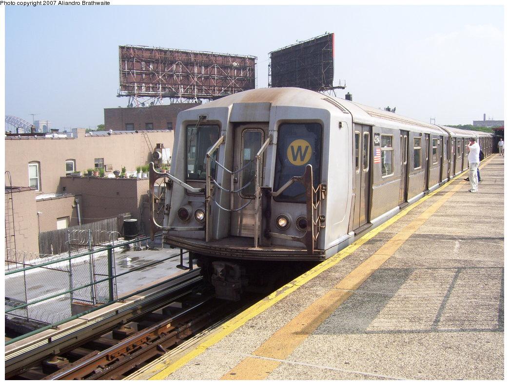 (234k, 1044x791)<br><b>Country:</b> United States<br><b>City:</b> New York<br><b>System:</b> New York City Transit<br><b>Line:</b> BMT Astoria Line<br><b>Location:</b> Astoria Boulevard/Hoyt Avenue <br><b>Route:</b> W<br><b>Car:</b> R-40 (St. Louis, 1968)  4254 <br><b>Photo by:</b> Aliandro Brathwaite<br><b>Date:</b> 7/30/2007<br><b>Viewed (this week/total):</b> 0 / 2116