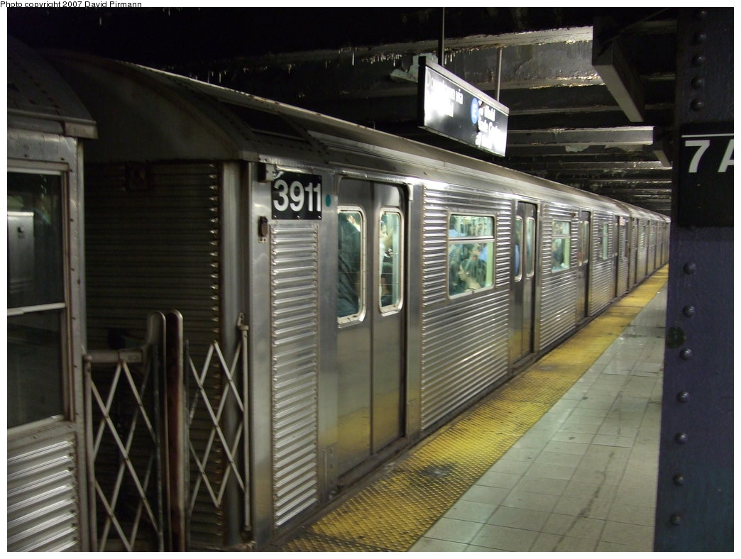 (165k, 1044x788)<br><b>Country:</b> United States<br><b>City:</b> New York<br><b>System:</b> New York City Transit<br><b>Line:</b> IND Queens Boulevard Line<br><b>Location:</b> 7th Avenue/53rd Street <br><b>Route:</b> E<br><b>Car:</b> R-32 (Budd, 1964)  3911 <br><b>Photo by:</b> David Pirmann<br><b>Date:</b> 8/3/2007<br><b>Viewed (this week/total):</b> 0 / 2427