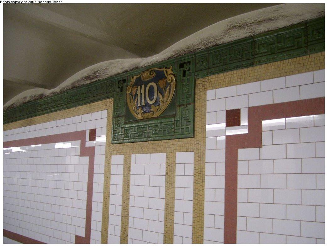 (136k, 1044x788)<br><b>Country:</b> United States<br><b>City:</b> New York<br><b>System:</b> New York City Transit<br><b>Line:</b> IRT West Side Line<br><b>Location:</b> 110th Street <br><b>Photo by:</b> Roberto C. Tobar<br><b>Date:</b> 8/4/2007<br><b>Viewed (this week/total):</b> 0 / 1711