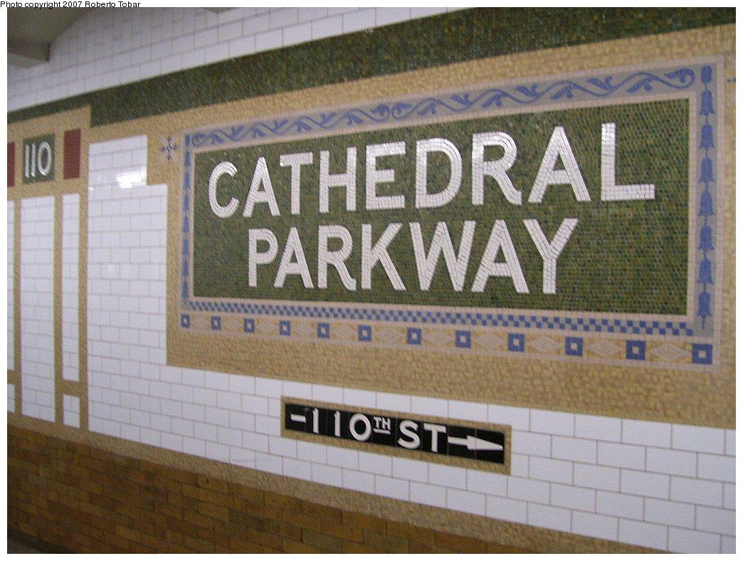 (177k, 1044x788)<br><b>Country:</b> United States<br><b>City:</b> New York<br><b>System:</b> New York City Transit<br><b>Line:</b> IRT West Side Line<br><b>Location:</b> 110th Street <br><b>Photo by:</b> Roberto C. Tobar<br><b>Date:</b> 8/4/2007<br><b>Viewed (this week/total):</b> 7 / 2279