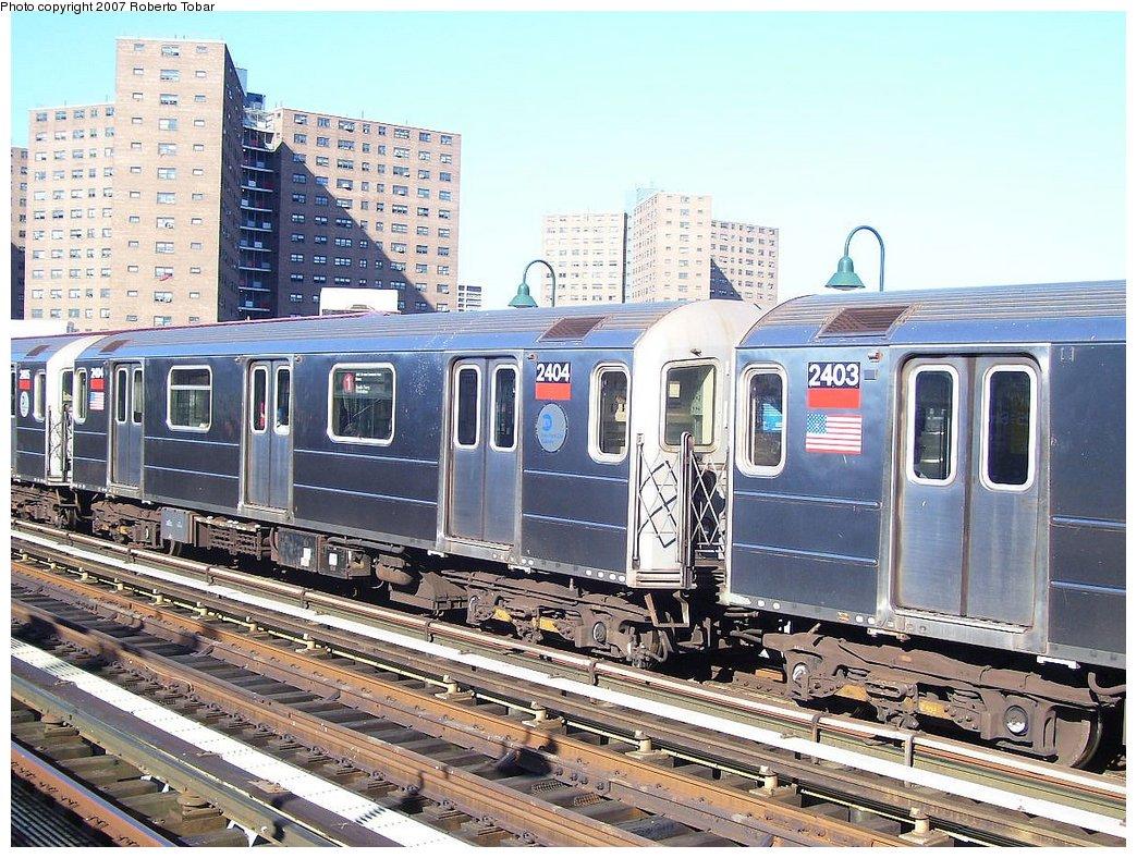 (243k, 1044x788)<br><b>Country:</b> United States<br><b>City:</b> New York<br><b>System:</b> New York City Transit<br><b>Line:</b> IRT West Side Line<br><b>Location:</b> 125th Street <br><b>Route:</b> 1<br><b>Car:</b> R-62A (Bombardier, 1984-1987)  2404 <br><b>Photo by:</b> Roberto C. Tobar<br><b>Date:</b> 8/4/2007<br><b>Viewed (this week/total):</b> 1 / 2353