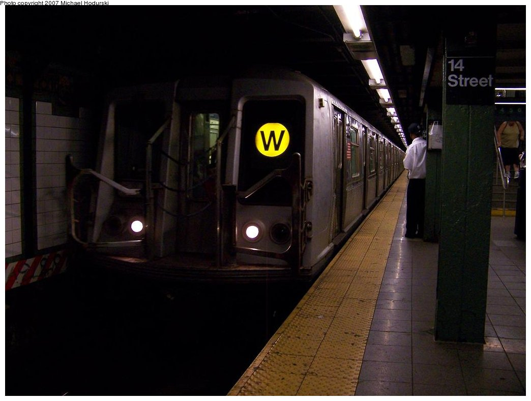 (124k, 1044x788)<br><b>Country:</b> United States<br><b>City:</b> New York<br><b>System:</b> New York City Transit<br><b>Line:</b> BMT Broadway Line<br><b>Location:</b> 14th Street/Union Square <br><b>Route:</b> N<br><b>Car:</b> R-40 (St. Louis, 1968)  4416 <br><b>Photo by:</b> Michael Hodurski<br><b>Date:</b> 7/31/2007<br><b>Viewed (this week/total):</b> 0 / 2986