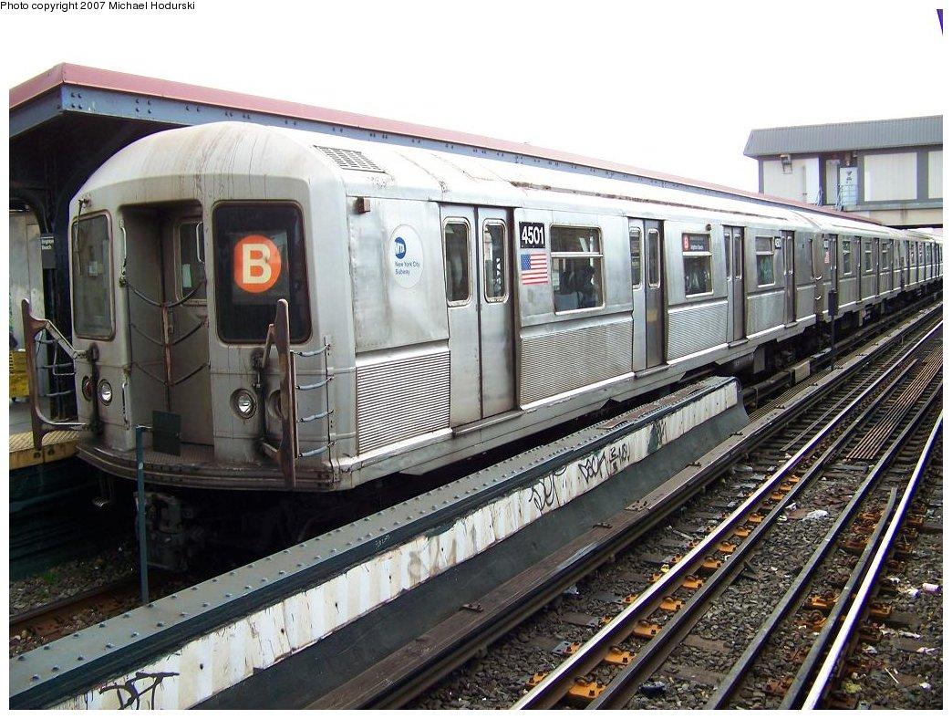 (217k, 1044x788)<br><b>Country:</b> United States<br><b>City:</b> New York<br><b>System:</b> New York City Transit<br><b>Line:</b> BMT Brighton Line<br><b>Location:</b> Brighton Beach <br><b>Route:</b> B<br><b>Car:</b> R-40M (St. Louis, 1969)  4501 <br><b>Photo by:</b> Michael Hodurski<br><b>Date:</b> 7/31/2007<br><b>Viewed (this week/total):</b> 0 / 1772