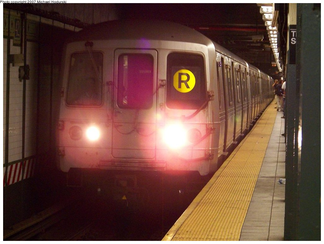 (150k, 1044x788)<br><b>Country:</b> United States<br><b>City:</b> New York<br><b>System:</b> New York City Transit<br><b>Line:</b> BMT Broadway Line<br><b>Location:</b> Times Square/42nd Street <br><b>Route:</b> R<br><b>Car:</b> R-46 (Pullman-Standard, 1974-75) 6008 <br><b>Photo by:</b> Michael Hodurski<br><b>Date:</b> 7/31/2007<br><b>Viewed (this week/total):</b> 3 / 3579