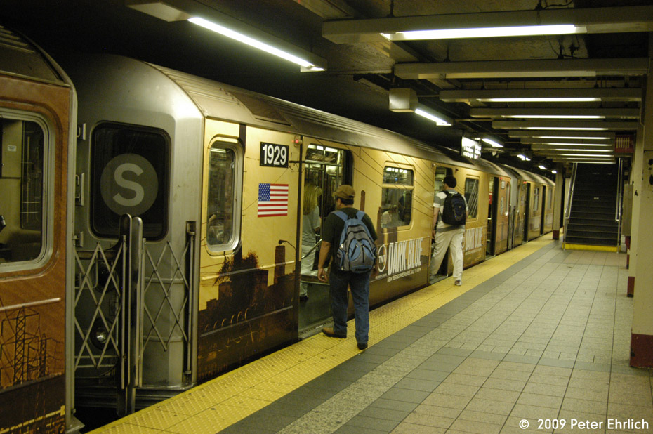 (226k, 930x618)<br><b>Country:</b> United States<br><b>City:</b> New York<br><b>System:</b> New York City Transit<br><b>Line:</b> IRT Times Square-Grand Central Shuttle<br><b>Location:</b> Grand Central <br><b>Car:</b> R-62A (Bombardier, 1984-1987)  1929 <br><b>Photo by:</b> Peter Ehrlich<br><b>Date:</b> 7/22/2009<br><b>Viewed (this week/total):</b> 0 / 1076