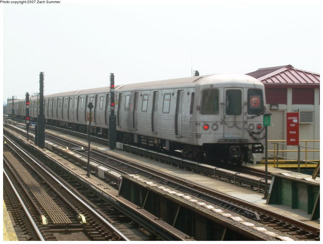 (189k, 1044x788)<br><b>Country:</b> United States<br><b>City:</b> New York<br><b>System:</b> New York City Transit<br><b>Line:</b> BMT Culver Line<br><b>Location:</b> Ditmas Avenue <br><b>Route:</b> F<br><b>Car:</b> R-46 (Pullman-Standard, 1974-75)  <br><b>Photo by:</b> Zach Summer<br><b>Date:</b> 7/28/2007<br><b>Viewed (this week/total):</b> 1 / 1274