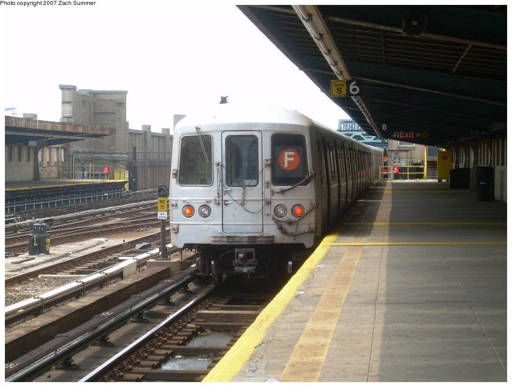 (194k, 1044x788)<br><b>Country:</b> United States<br><b>City:</b> New York<br><b>System:</b> New York City Transit<br><b>Line:</b> IND Crosstown Line<br><b>Location:</b> 4th Avenue <br><b>Route:</b> F<br><b>Car:</b> R-46 (Pullman-Standard, 1974-75)  <br><b>Photo by:</b> Zach Summer<br><b>Date:</b> 7/28/2007<br><b>Viewed (this week/total):</b> 1 / 1444