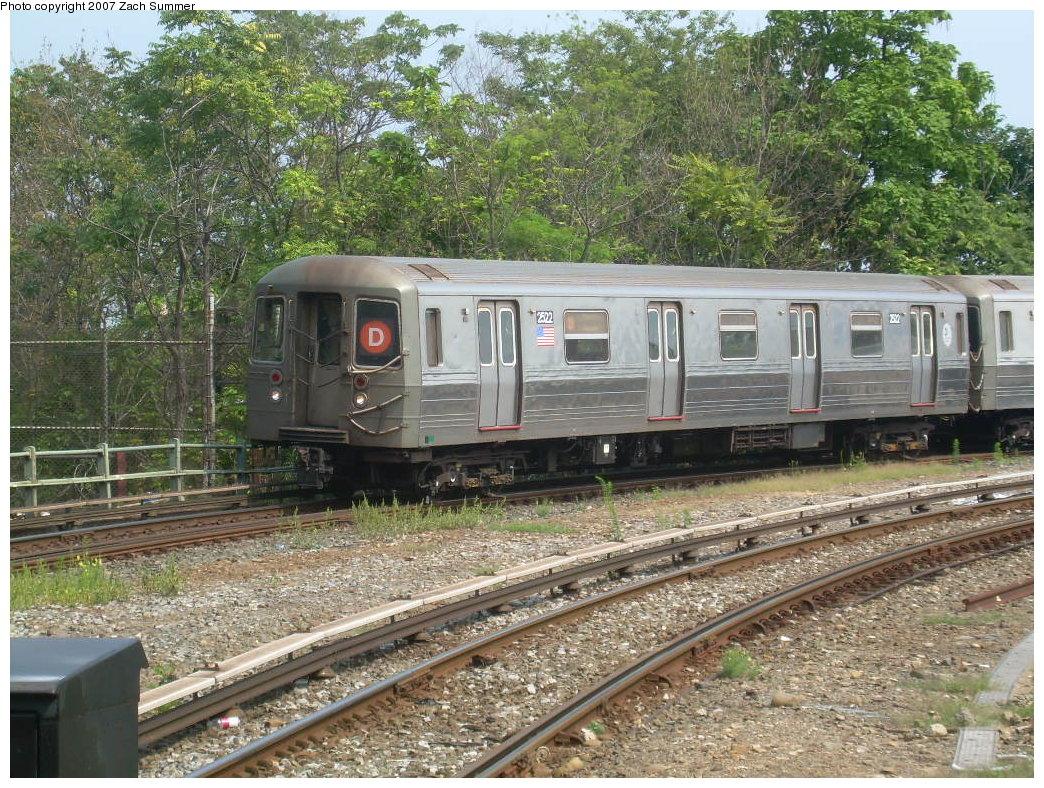 (323k, 1044x788)<br><b>Country:</b> United States<br><b>City:</b> New York<br><b>System:</b> New York City Transit<br><b>Line:</b> BMT West End Line<br><b>Location:</b> 9th Avenue <br><b>Route:</b> D<br><b>Car:</b> R-68 (Westinghouse-Amrail, 1986-1988)  2522 <br><b>Photo by:</b> Zach Summer<br><b>Date:</b> 7/28/2007<br><b>Viewed (this week/total):</b> 0 / 1974